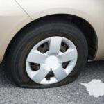 車のタイヤがパンク?見分け方と確認方法、これさえ知ってれば大丈夫