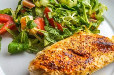 鶏胸肉を使った毎日飽きないダイエットレシピを紹介!