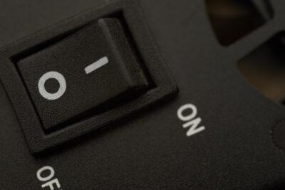 電源マーク記号「|」と「○」、どっちがオンでどっちがオフ?