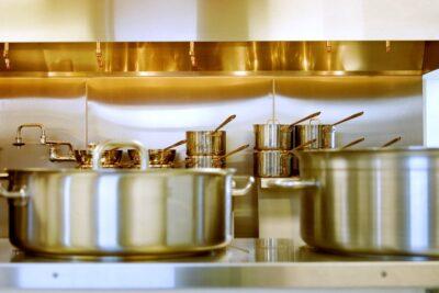 真空状態の鍋の蓋を取る方法は「温める」