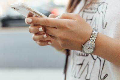 iphoneでキーボードの色や背景を変更する